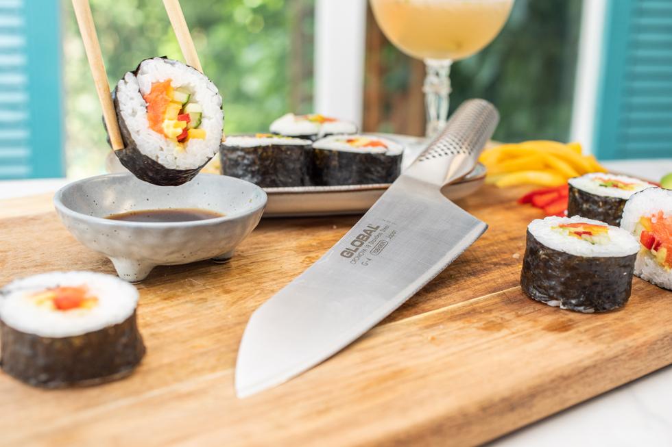 自制带柚子Saketini的寿司卷